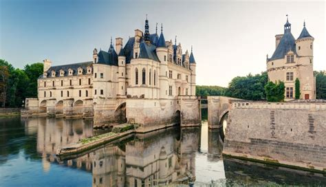 Guided Tour of the Loire Valley Châteaux and Wine Tasting